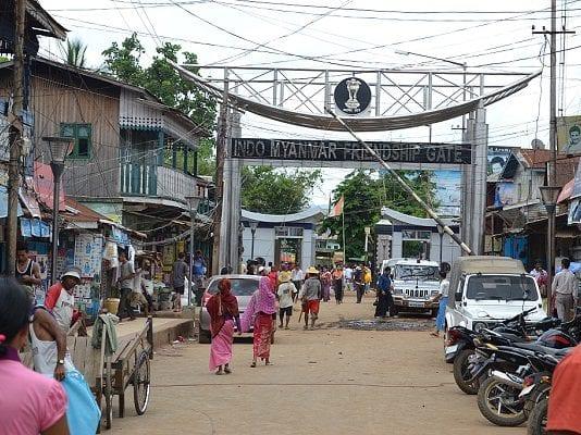 2707-3-Moreh-Market-Gate-Tamu-and-Moreh-1