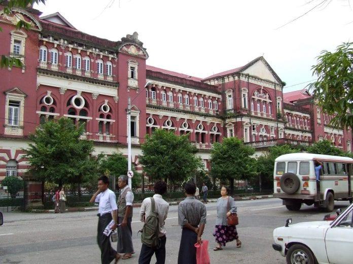 Colonial_building,_Yangon,_Myanmar - Thomas Khaipi