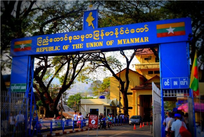 myanmar-burma-thailand-border-crossing