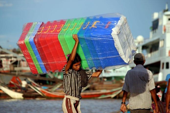 Economy investment yangon life poverty Myanmar (2)