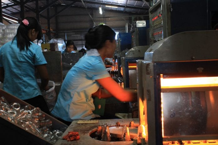 Myanamr garment factory industrial zone yangon EU labour electricity power industry (22)