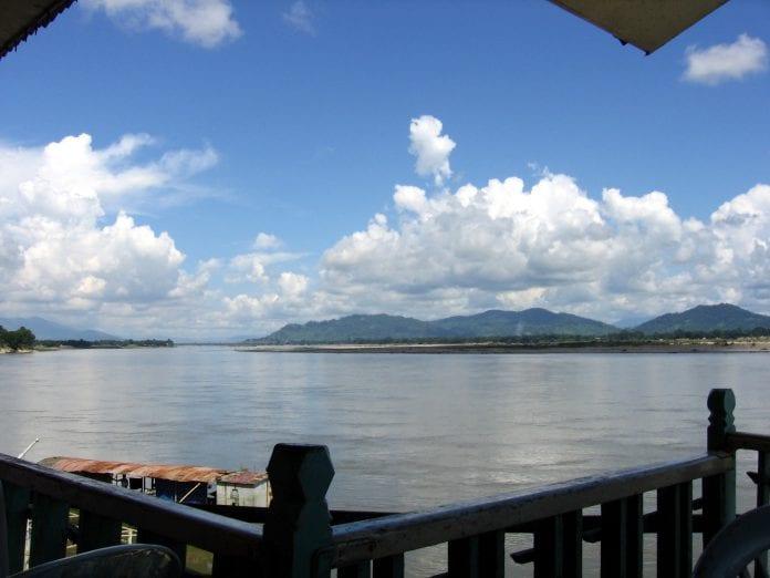 Myitkyina-ayeyarwady-d01Irawaddy River below the dam site at Myitkyina