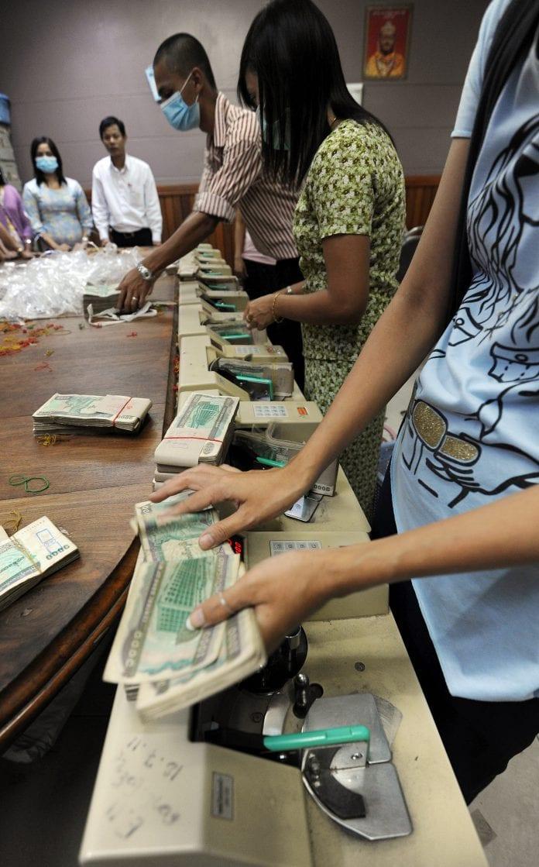 Counting Kyat Myanmar Bank Reu