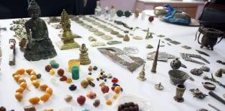 hileer-huraagdsan-zuils-TUYA3 jade ruby antique smuggling china