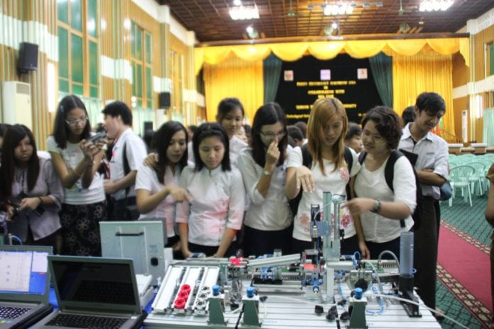 Tour of Technologies on Display for students at YTU