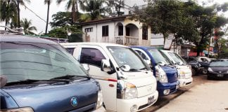 car auto taxi traffic yangon (3)