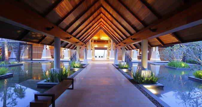 HL_entrance_675x359_FitToBoxSmallDimension_Center
