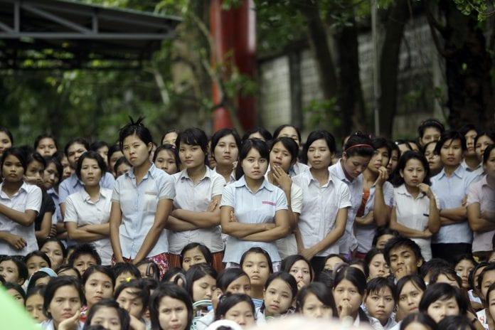 garment labour labor protest factory worker (2)