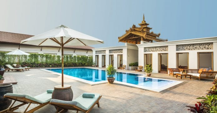 Grand Royal Suite Pool-01