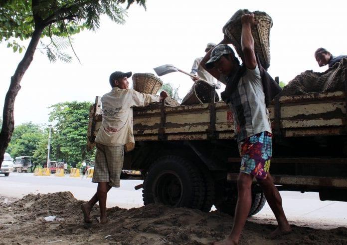 Construction labour road (2)